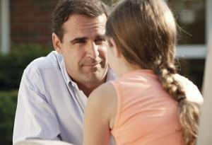 dad-talking-to-daughter[1]